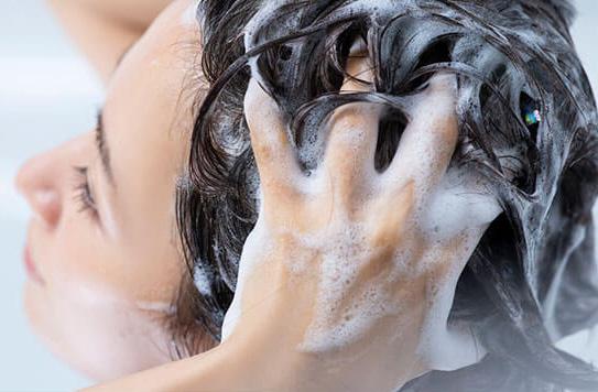 エメリルシャンプーの効果的な使い方!シャンプー洗い方